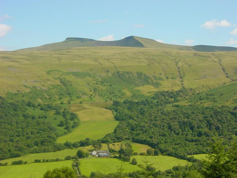 Carno Farm under Pen y Fan mountain - Carno Farm Cottage in Brecon Beacons National Park - Brecon - rentals