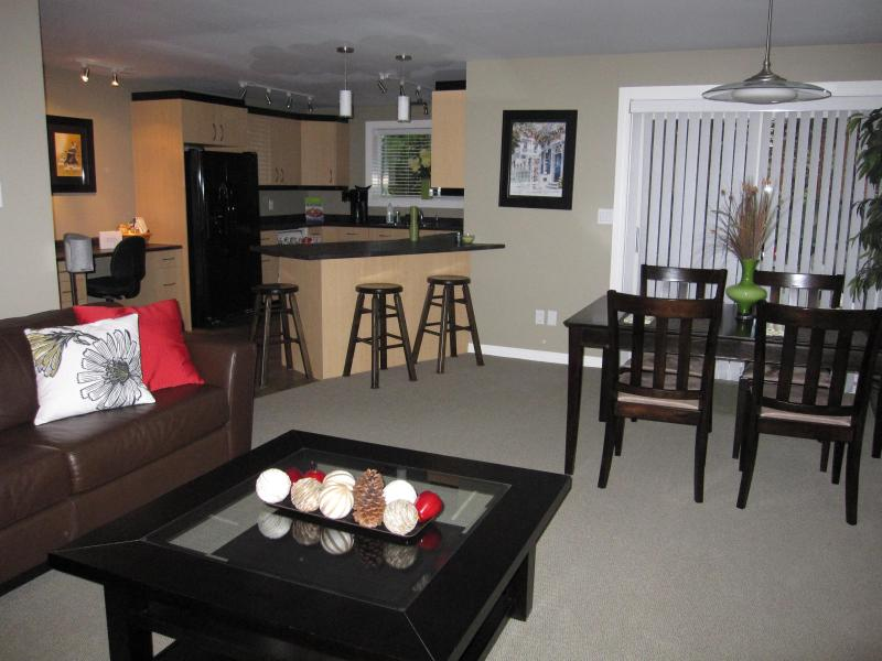 spacious living area - 5 Star Reviews! One Bedroom Vacation Suite - Victoria - rentals