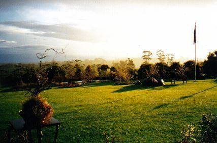 Sunset at Jindivick - Jindivick Gardens 3 Nights Dinner B&B $450/couple. - Jindivick - rentals