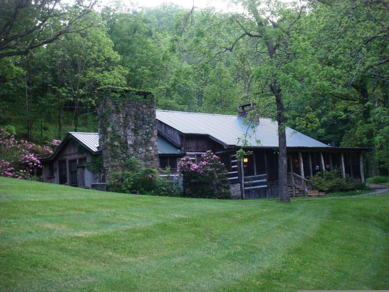 Peaceful and Quiet setting - Fish House On Norton Creek 10 min. to Gatlinburg - Gatlinburg - rentals