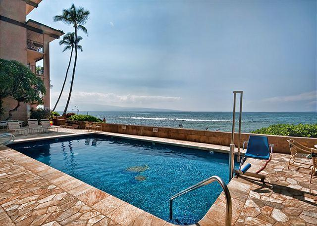 Direct Oceanfront!! Large 2 bedroom/ 2 bathroom Condo - Image 1 - Lahaina - rentals