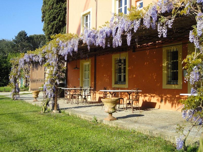 Veranda con glicine fiorito - Jewel in the Tuscan countryside, great pool - Lucca - rentals