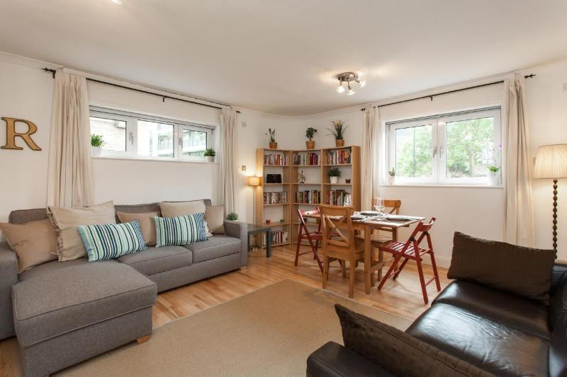 The apartment is located within a 6 min walk of Bermondsey tube station and 5 min from Tower Bridge - Trendy Apartment close to Tower of London w/WIFI - London - rentals