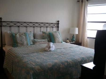 Bedroom - Upscale - Renovated Condo in prime Resort with boating access location on Marco Island - Marco Island - rentals