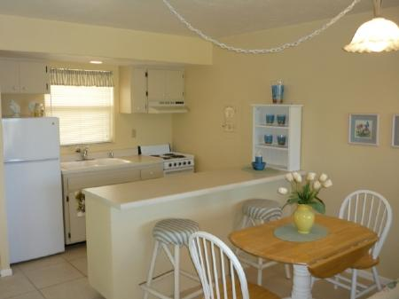 Kitchen - Light and Bright decor-comfy and cozy-close to shopping and entertainment - Marco Island - rentals