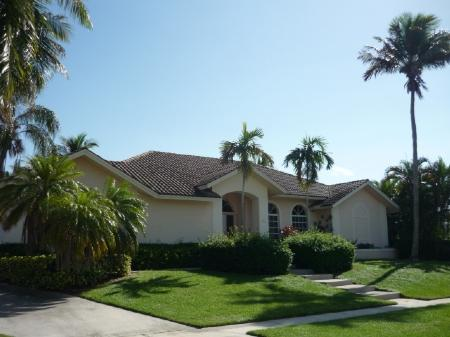 Front view - Enjoy the bay views and WALK TO THE BEACH ! - Marco Island - rentals