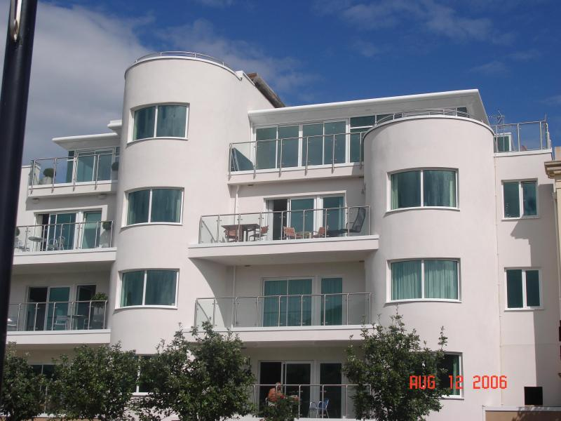 Apartment Building - we are on the 3rd floor with the furniture - Luxury Water Front Apartment In Mermaid Quay - Cardiff - rentals