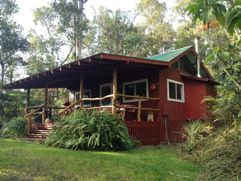 Private cabin nestled in the forest - Carson's Mountain Cabin with hot tub and fireplace - Kailua-Kona - rentals
