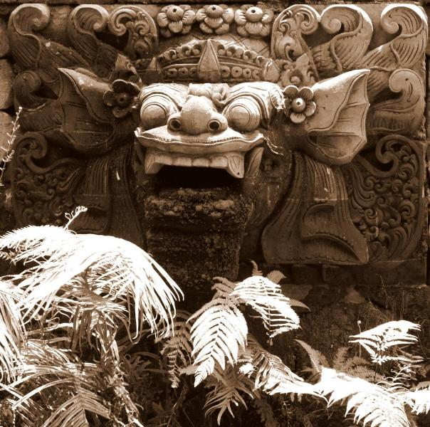 Hand-carved Stone Barong looks over the Koi and Lotus Pond - Villa Madu - Secluded Paradise 5 min Walk to Ubud - Ubud - rentals