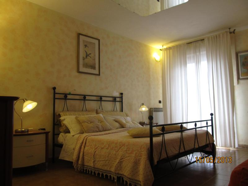 Lilli Rose Bedroom- First Floor - 3 Bedroom Vacation House at Chef Home Holidays - Florence - rentals