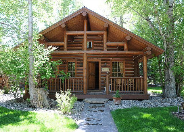 This hidden gem of a property is located in the town of Ennis - Ennis Homestead Yellowstone Cabin - Ennis - rentals