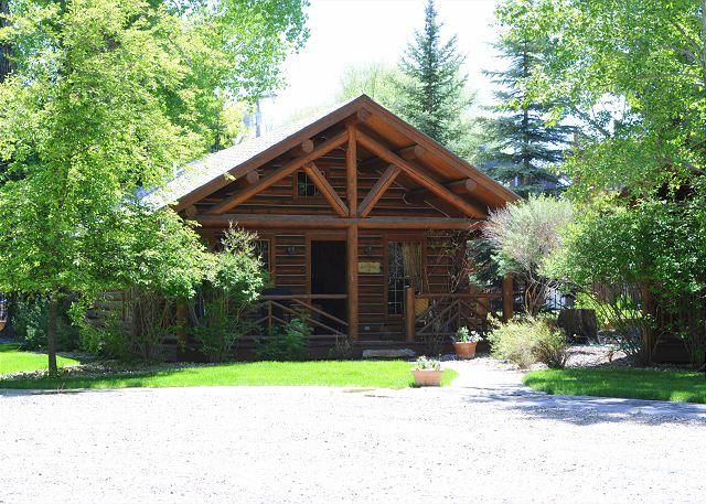 This hidden gem of a property is located in the town of Ennis - Ennis Homestead Madison Cabin - Ennis - rentals