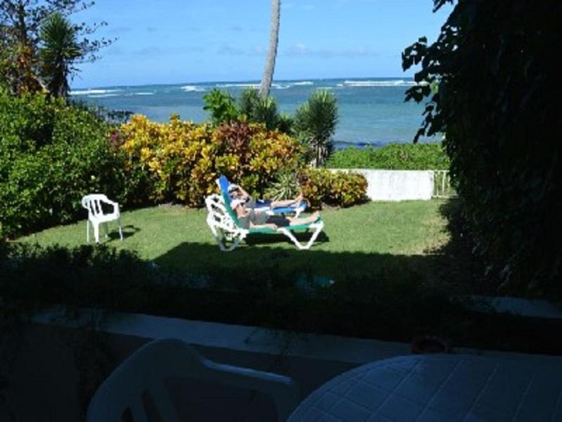 RELAX IN OUR BACKYARD FACING THE OCEAN - VILLA ON OCEAN,BEACH,SEASIDE COMMUNITY,AIR CONDITIOING, WALK TO GROCERY STORE - Puerto Plata - rentals