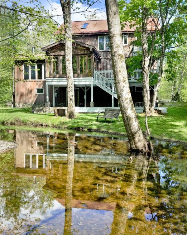 Rear of house from seasonal stream - ample decks for BBQ and outdoor dining. Charcoal BBQ included. - Stunning Vacation Country & Ski House - Woodstock - rentals