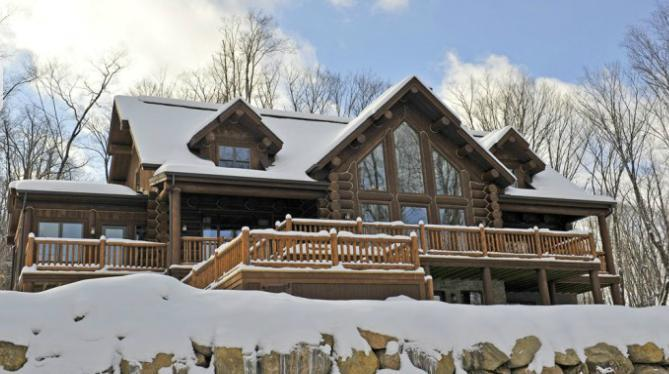 A beautiful sunny day in Mont-Tremblant - Kijaté Lodge - stunning Tremblant log home - Quebec - rentals