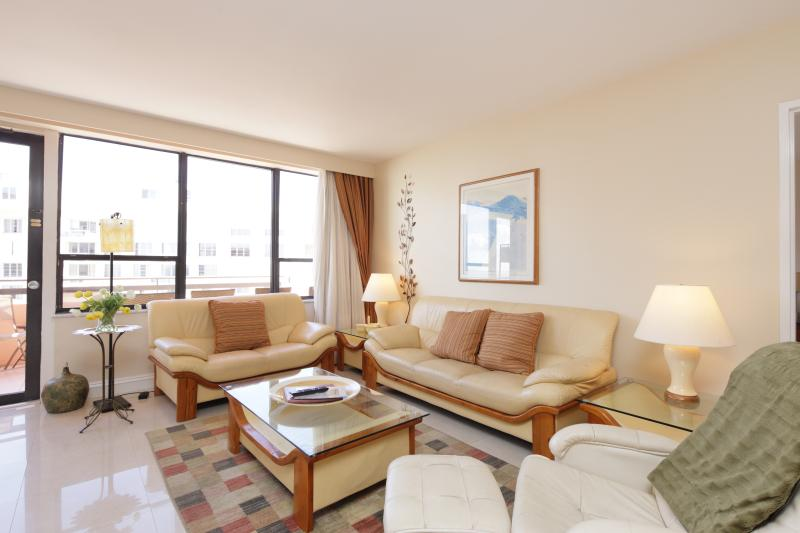 Living Room with flat screen TV - Miami Beach Vacation Rental - 1615 - Miami Beach - rentals