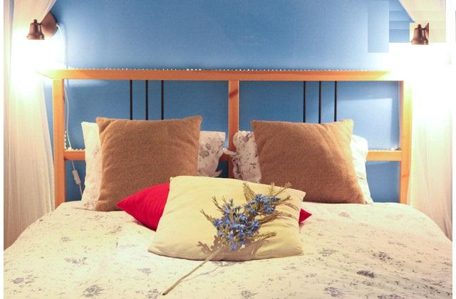 Romantic bed in cozy 'sleeping corner' - Alfama III, open-space studio with French balcony - Lisbon - rentals