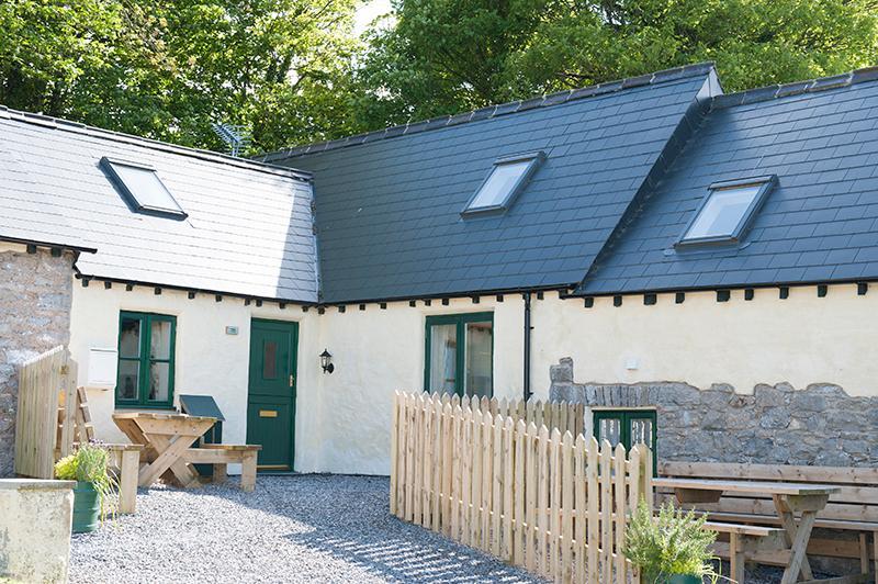 Pet Friendly Holiday Cottage - Beech, West Grove Barns, Hundleton - Image 1 - Hundleton - rentals