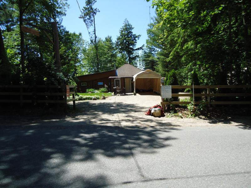 View from road - Balm Beach Cottage Rental - Bracebridge - rentals