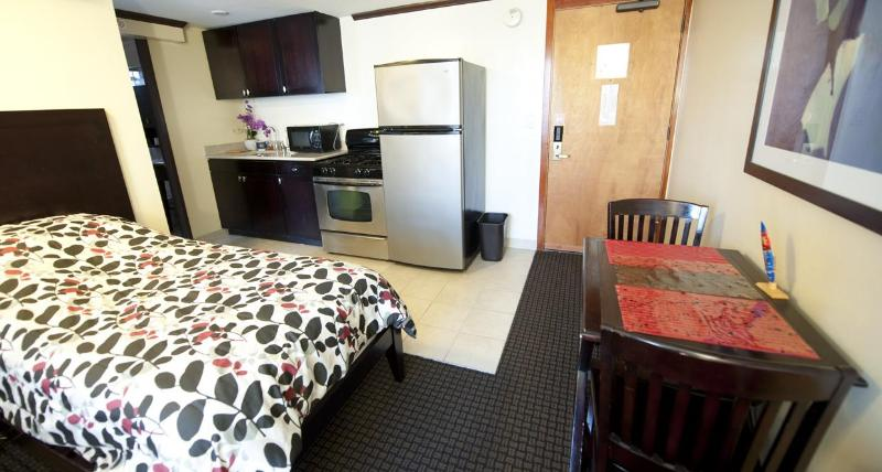 Bamboo Waikiki - 1 bedroom condo - Image 1 - Honolulu - rentals
