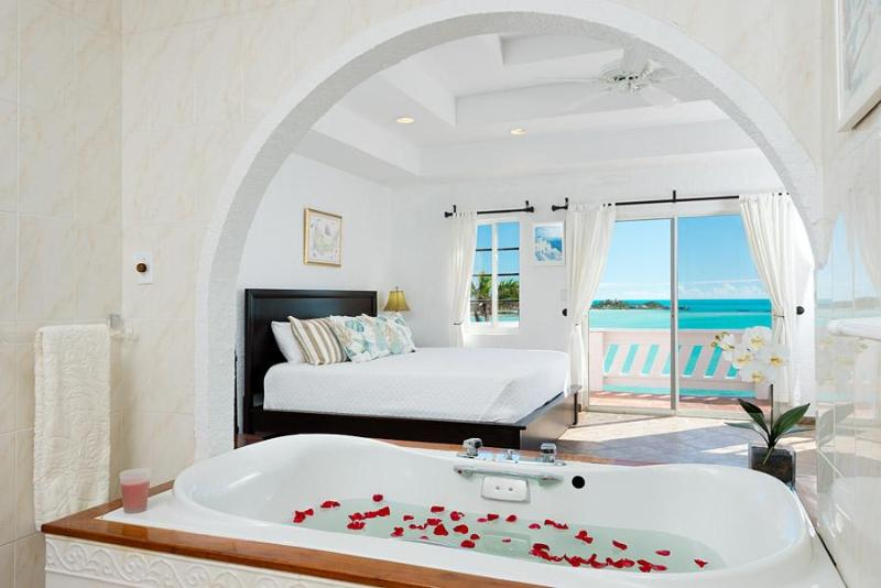 Master bath - Direct Beach Access - Best View Villa - Snorkeling - Providenciales - rentals