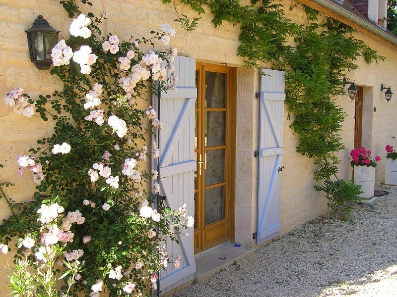 Front of property. - A beautiful gite in south west France - Domme - rentals