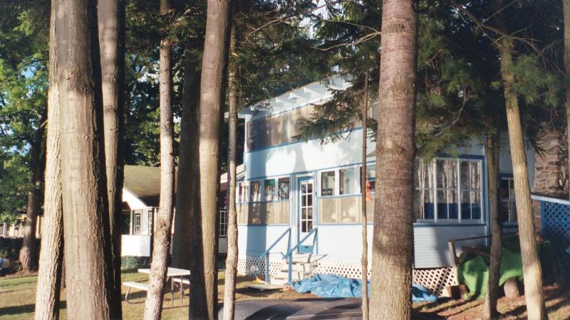 Front of cottage. - Lake front cottage on Lake Champlain, NY. Sleeps 7 - Willsboro - rentals