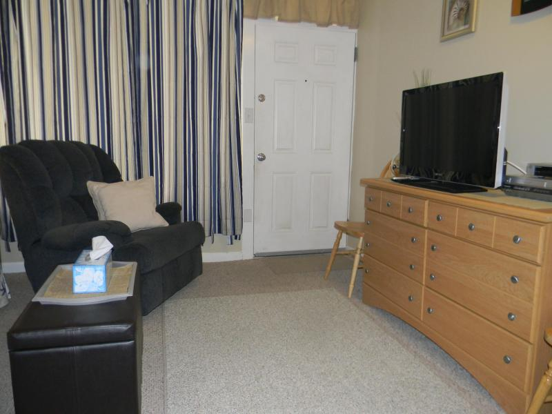 Cable TV , DVD, & VCR - Condo on Atlantic Ave., Wildwood FALL 125 NIGHT - Wildwood - rentals