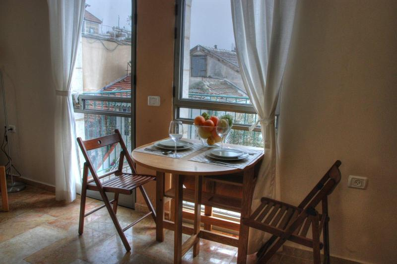 Dining area and balcony - The Market Courtyard - Jerusalem Suites / One BDRM - Jerusalem - rentals