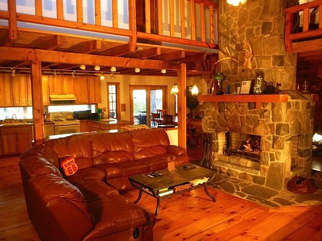 Great Room with Fireplace! - Gorgeous Pocono Log Cabin on 10 Acres--Hot Tub!! - Dingmans Ferry - rentals
