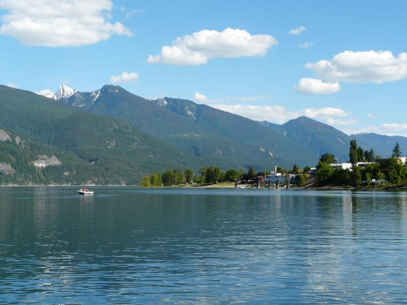 Lake view from condo - Kootenay Lake Waterfront Condo - Kaslo - rentals