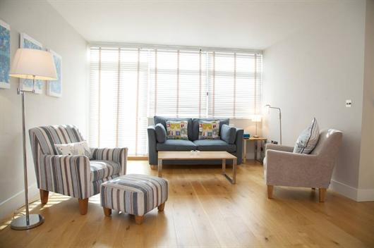 Contemporary Chelsea 2 bedroom short term let - Image 1 - London - rentals
