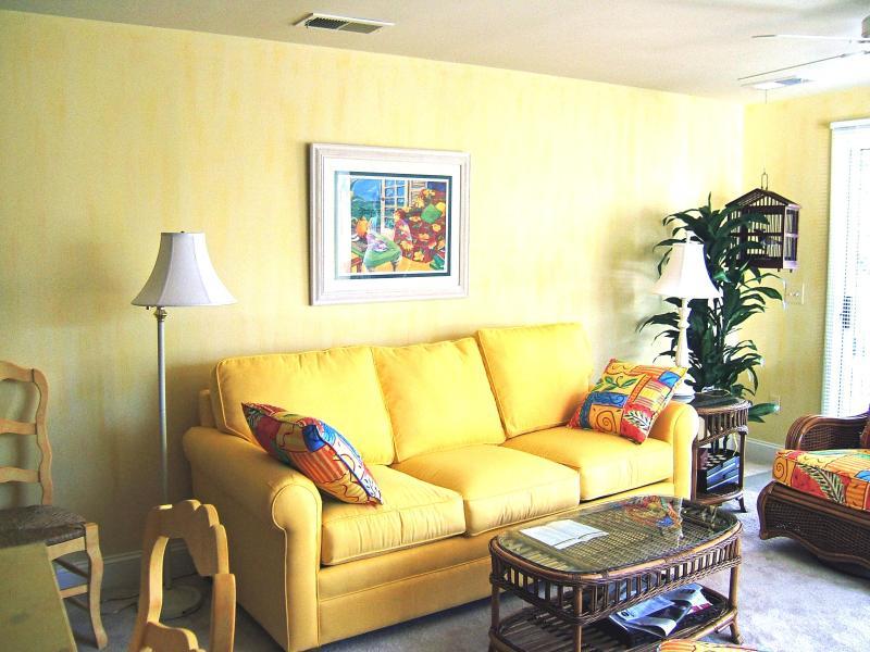 Living Room w/ queen sofa bed - 3 bedroom poolside  condo on Kure Beach - Kure Beach - rentals