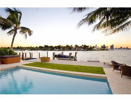 ART BASEL 4 bd/3ba Waterfront/Pool Paradise Villa - Image 1 - North Miami Beach - rentals