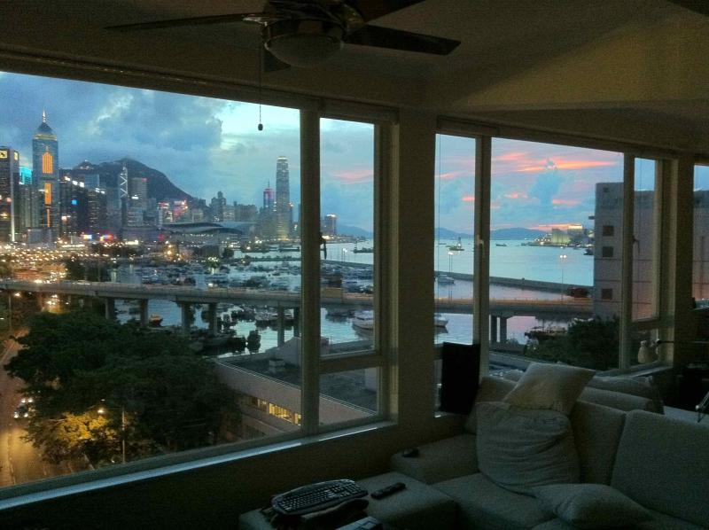 Sunset view from living room - AMAZING CITY/PARK/SEAVIEW APARTMENT HONG KONG - Hong Kong - rentals