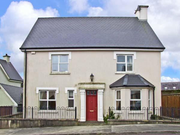 12 THE LAWN well presented, family friendly with open fire in Castletownshend, County Cork Ref 11863 - Image 1 - Castletownbere - rentals