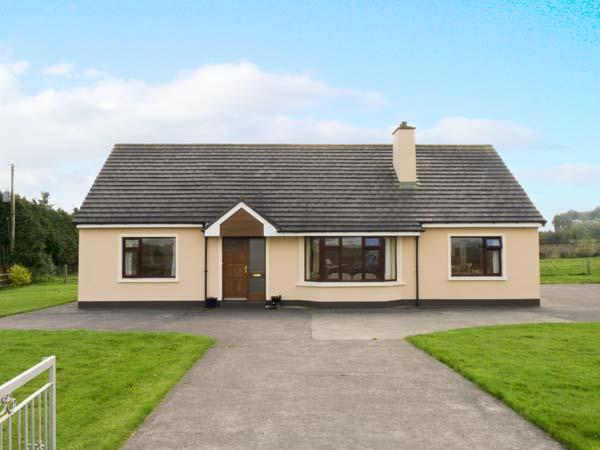MILLTOWN COTTAGE with two open fires, ground floor accommodation near to Milltown, County Kerry Ref 14370 - Image 1 - Milltown - rentals