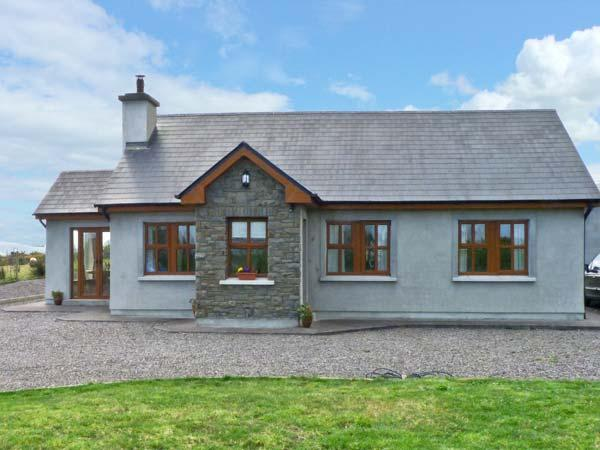 STOOKISLAND COTTAGE, ground floor cottage, dog friendly with a garden, in Cromane, Ref 14505 - Image 1 - Killorglin - rentals