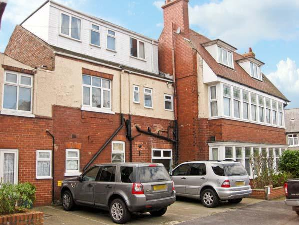 SOUTH BAY, semi-detached property, many en-suites, playroom, electric fire, two minute walk to the beach, in Bridlington, Ref 14904 - Image 1 - Bridlington - rentals