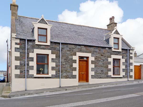 GRACEMOUNT detached, character cottage, near harbour in Portknockie, Ref 13672 - Image 1 - Portknockie - rentals