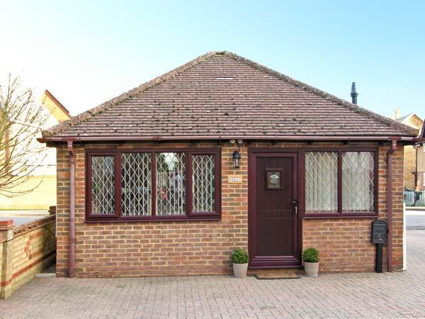 DOLLY, studio accommodation, wet room, pretty village of Meppershall, Ref 13596 - Image 1 - Meppershall - rentals