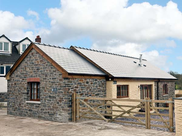 YR HEN LLAETHDY, barn conversion, with woodburning stove, whirlpool bath, and two bedrooms, in Blaen-Cil-Llech, Ref 14633 - Image 1 - Newcastle Emlyn - rentals