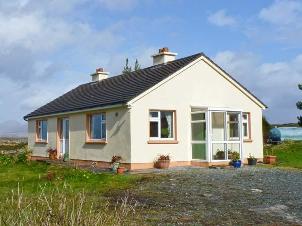 ROUNDSTONE BAY VIEW, family friendly, with a garden in Roundstone, County Galway, Ref 14942 - Image 1 - Roundstone - rentals