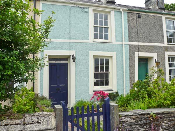 LLANNOR, open fire, enclosed garden, fishing village near beaches in Borth-y-Gest, Ref: 13762 - Image 1 - Gwynedd- Snowdonia - rentals