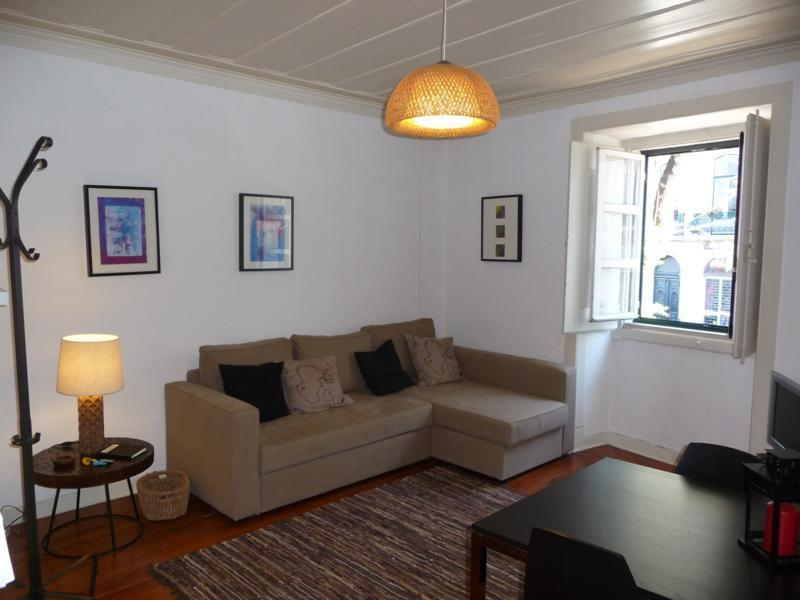 Spacious and confortable living room - Cable TV, internet with wi-fi, stereo, DVD - Trendy Bairro Alto - Lovely Principe Real - Lisbon - rentals