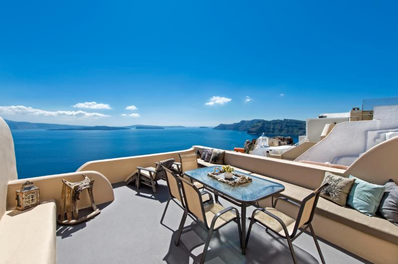Oia Home I: The balcony and View! - LUCKY HOMES OIA: OIA HOME I FOR 2-5 PERSONS! - Oia - rentals