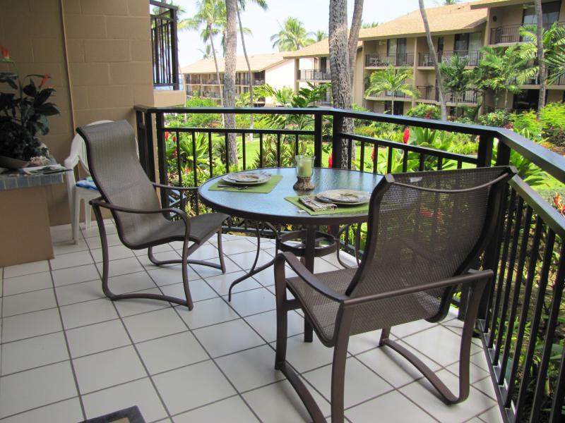Lanai dining - One bedroom Kona Makai condo in Kailua-Kona Hawaii - Kailua-Kona - rentals