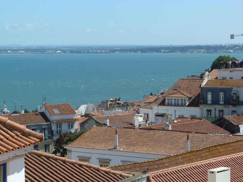 SAO VICENTE I, panoramic view flat & balcony - Image 1 - Lisbon - rentals