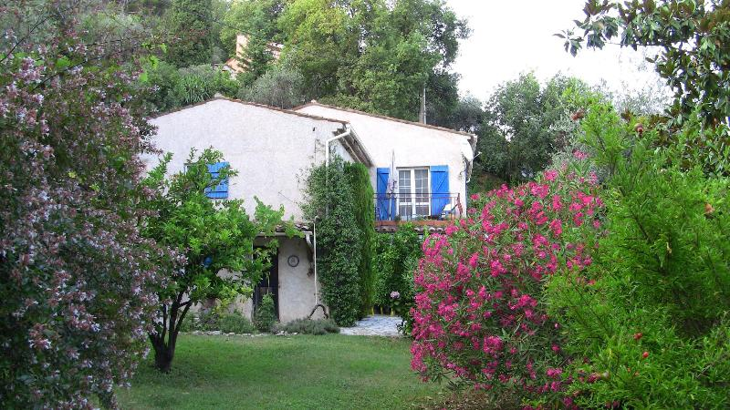 Side view of villa - Stunning, Pet-Friendly Villa with a Hot Tub and in Perfect Location - Cote d'Azur- French Riviera - rentals