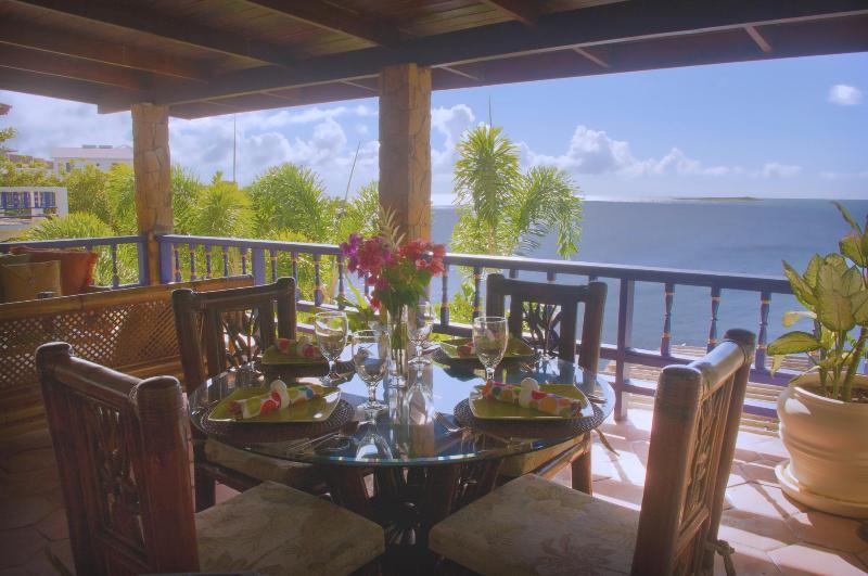 Breakfast Patio - Villa Beachcliff, Casual Caribbean Elegance - Lance Aux Epines - rentals